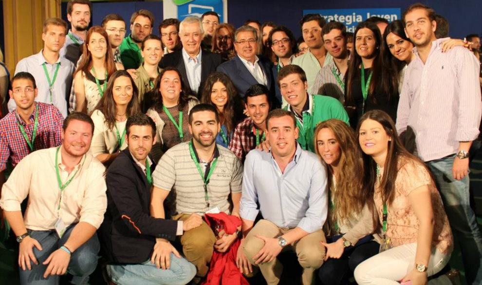 Foto de grupo de la clausura del encuentro Intermunicipal, que tuvo lugar los días 27 y 28 de abril en el centro geográfico de Andalucía, Antequera.