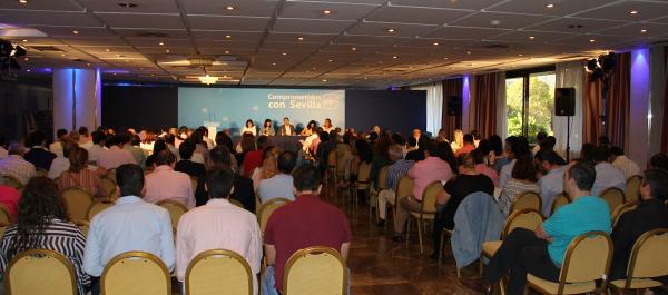 La reunión tuvo lugar en el Hotel Los Lebreros de Sevilla con la sala repleta de público