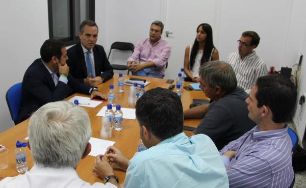 El presidente del PP de Sevilla visitó Mairena para intercambiar pareceres con los representantes del partido