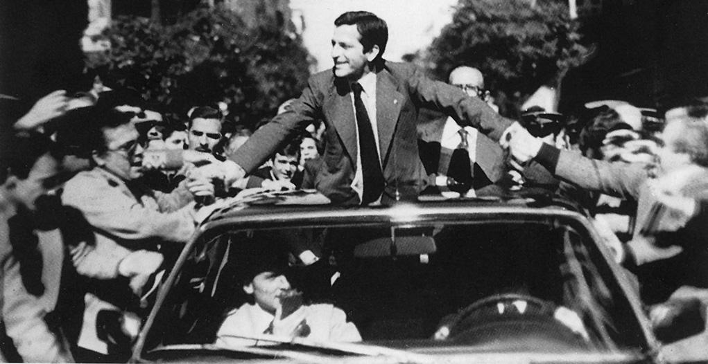 El auténtico milagro de Suárez fue conseguir la ruptura llamándola reforma, surgió un nuevo régimen y se desmontó su legalidad sorteando las dificultades y con la mirada puesta en la meta.